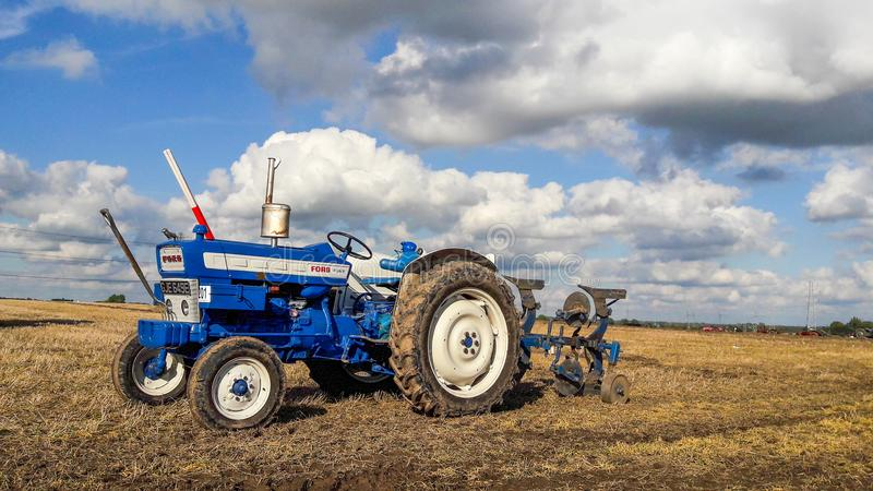 Viejo arado del tractor del vado 4000 imágenes de archivo libres de regalías