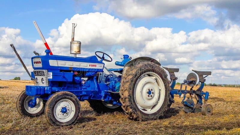Viejo arado del tractor del vado 4000 fotografía de archivo libre de regalías