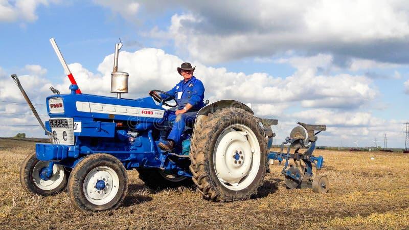 Viejo arado del tractor del vado 4000 imagen de archivo libre de regalías