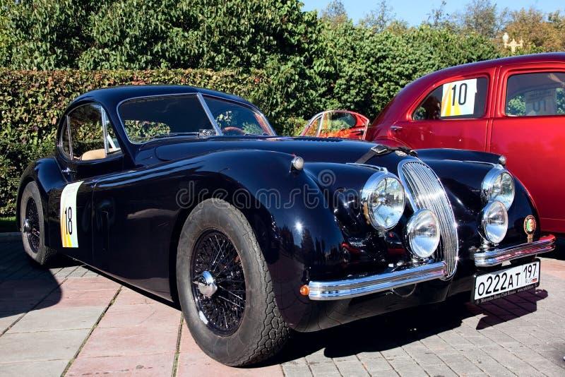 Viejo automóvil descubierto clásico 1953 del jaguar XK120 del coche fotografía de archivo