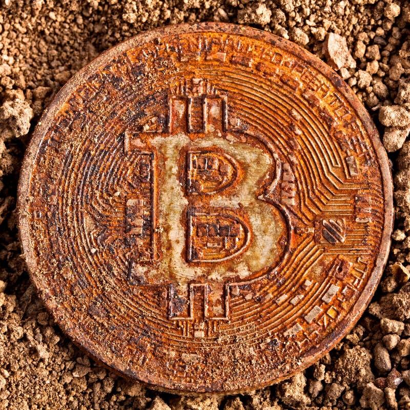 Viejo bitcoin en la tierra foto de archivo