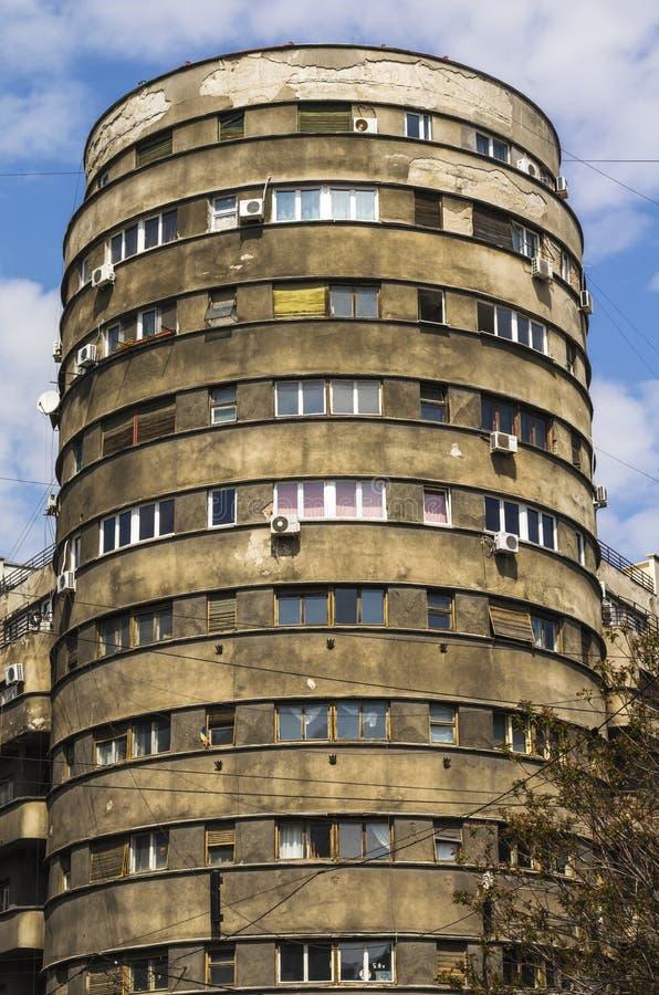 Viejo bloque de apartamentos fotografía de archivo