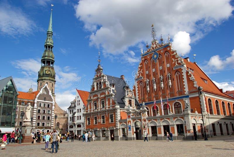 Viejo centro de ciudad de Riga en verano, Letonia imagenes de archivo