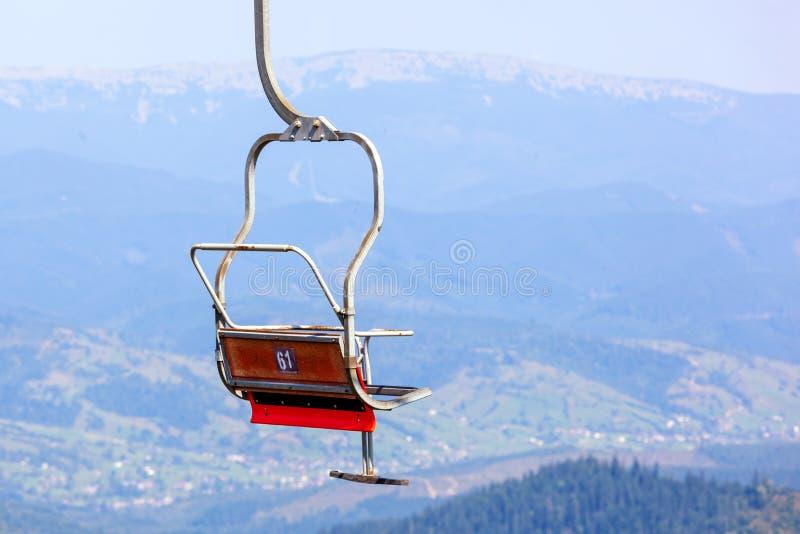 Viejo cierre de la silla del elevador del esquí para arriba imagen de archivo
