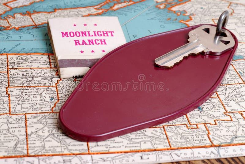 Viejo clave del cuarto de motel fotos de archivo libres de regalías