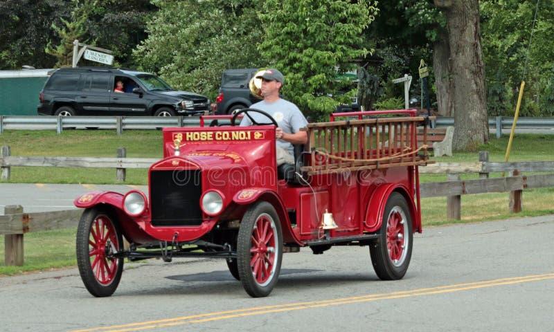 Viejo desfile de los coches de bomberos imágenes de archivo libres de regalías