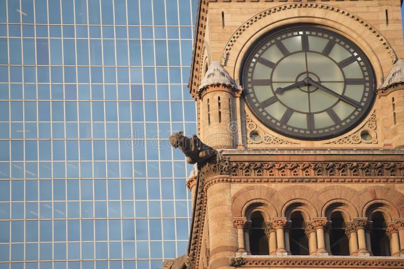 Viejo detalle de la torre de reloj del ayuntamiento de Toronto fotos de archivo libres de regalías