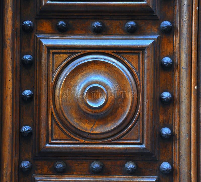 Viejo detalle de madera de la puerta fotos de archivo