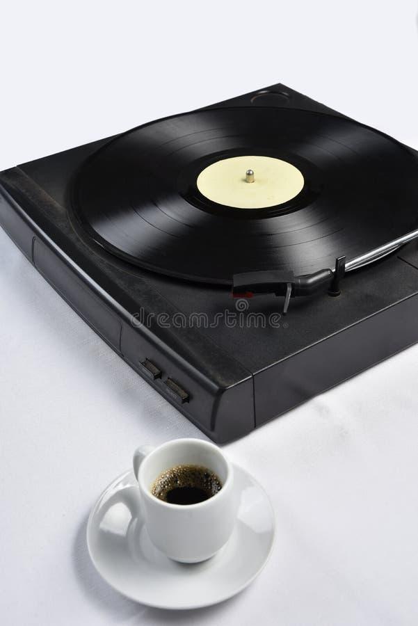 Viejo disco de vinilo con café imágenes de archivo libres de regalías