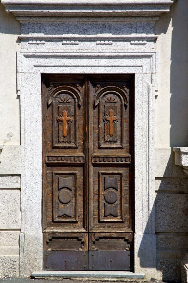 Download Viejo Extracto Del Castronno En La Puerta De Italia Y De La Iglesia Foto de archivo - Imagen de ladrillo, historia: 41901842