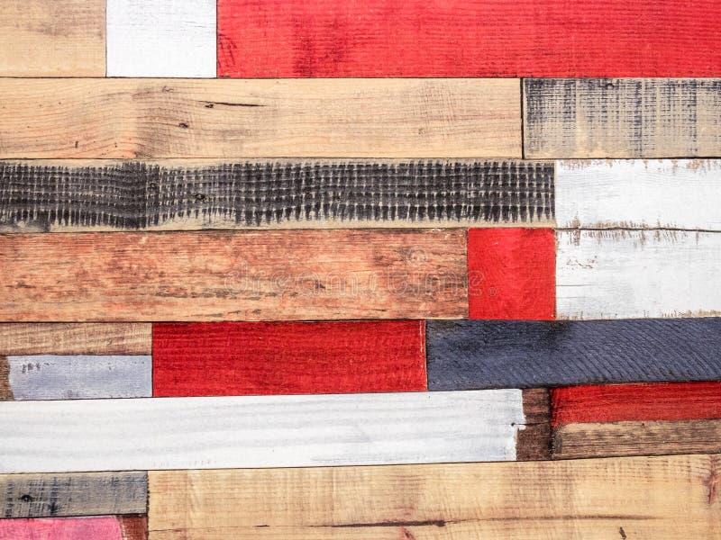 Viejo fondo de madera áspero multicolor de la textura Pared pintada de madera r?stica imagenes de archivo
