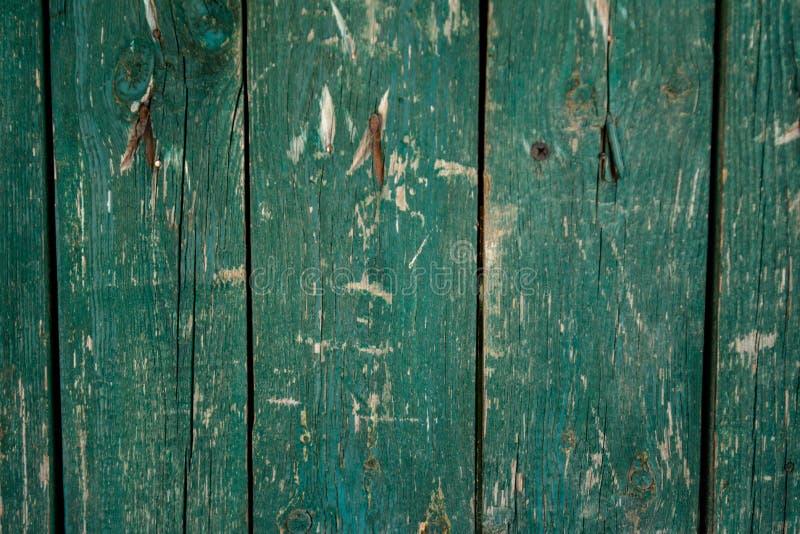 Viejo fondo de madera verde descolorado del tablaje con los defectos imagen de archivo libre de regalías