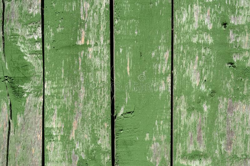 Viejo fondo de madera verde descolorado del tablaje con los defectos y las fracturas imagenes de archivo