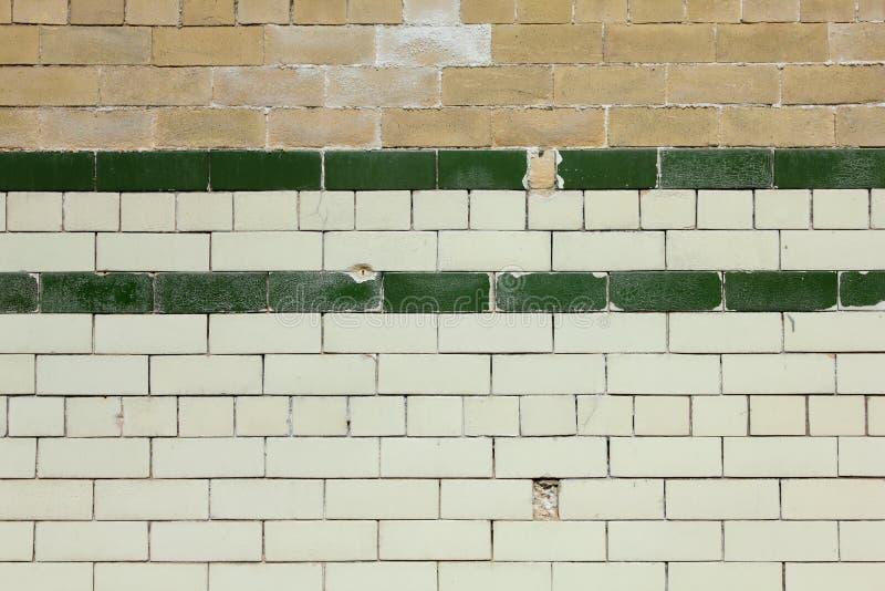 Viejo fondo embaldosado de la pared de ladrillo foto de archivo libre de regalías