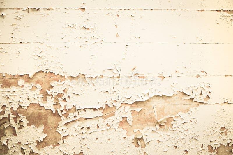 Viejo fondo nostálgico de madera con color pelado en beige imagenes de archivo