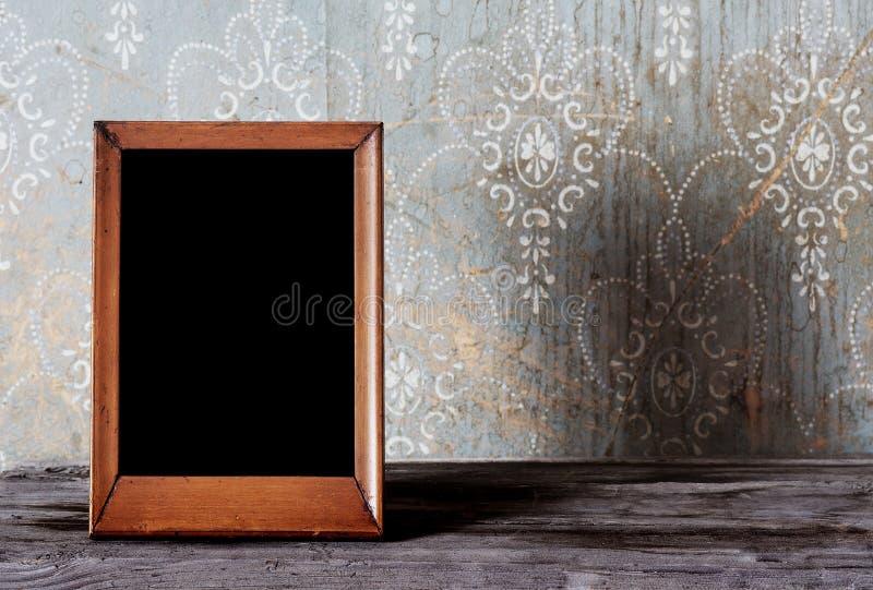 Viejo foto-marco en el vector imagen de archivo libre de regalías