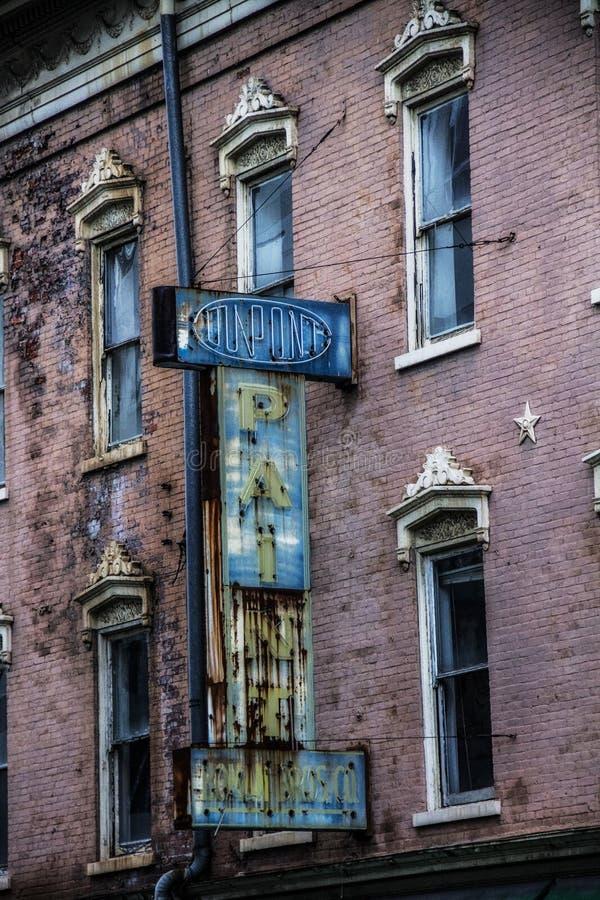 Viejo funcionamiento abajo del hotel en Cincinnati Ohio foto de archivo