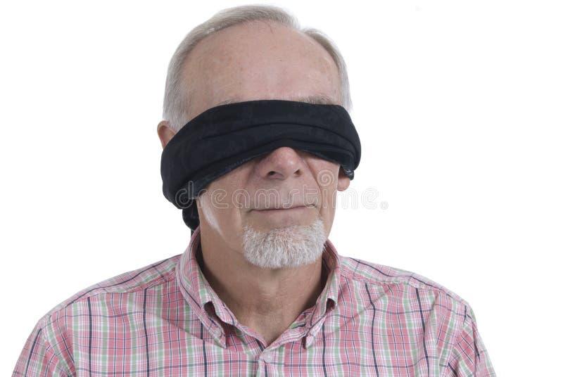 Viejo hombre con el blindfold encendido imagenes de archivo
