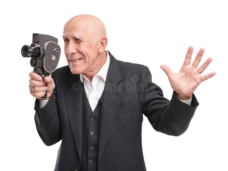 Viejo hombre con la cámara de vídeo vieja fotografía de archivo libre de regalías