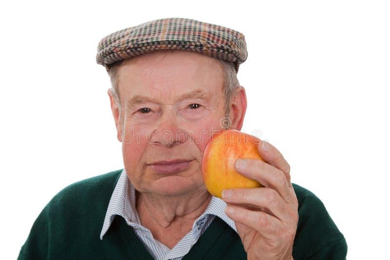 Viejo hombre con la manzana fotos de archivo libres de regalías