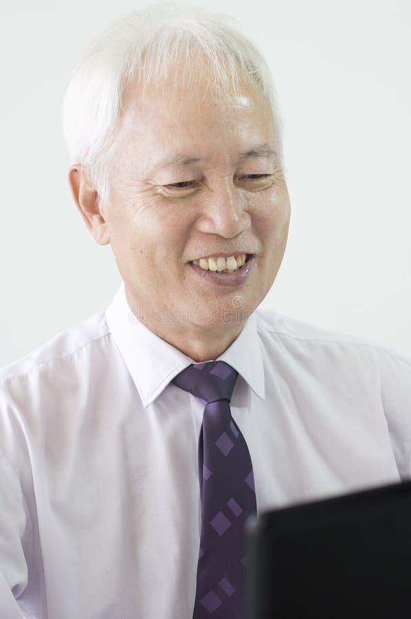 Viejo hombre de negocios asiático imagen de archivo