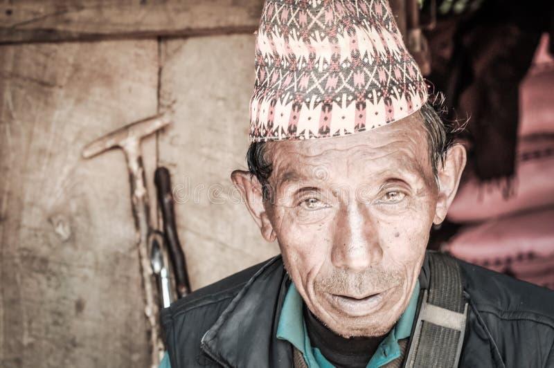 Viejo hombre en Nepal en Nepal fotos de archivo libres de regalías