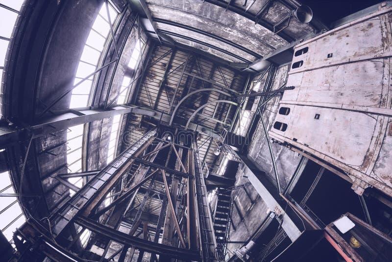 Viejo interior industrial abandonado de la mina fotografía de archivo