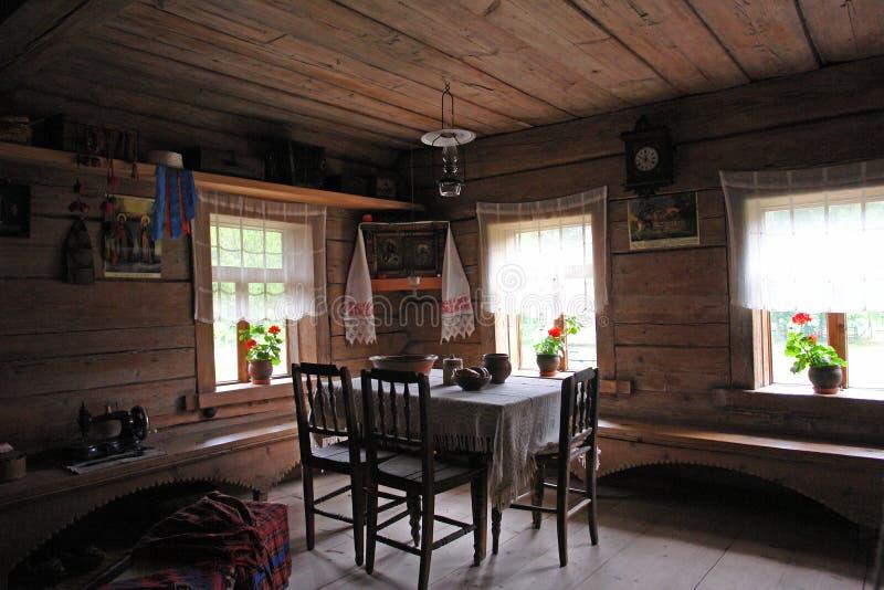 Viejo interior ruso del hogar imagen de archivo