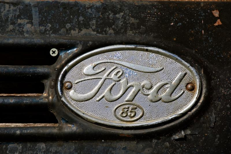 Viejo logotipo del camión de Ford 85 del vintage imagen de archivo
