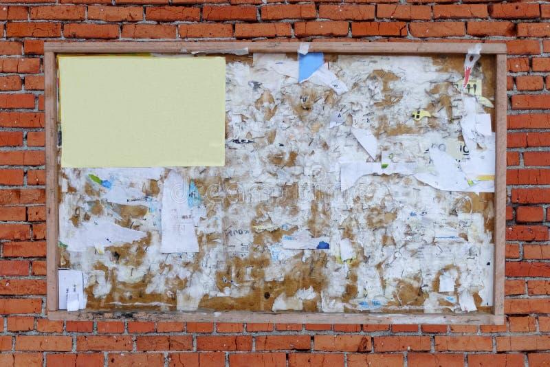 Viejo marco de madera de la cartelera imagenes de archivo
