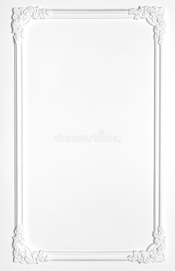 Viejo marco en blanco blanco del yeso en el estilo del renacimiento fotos de archivo