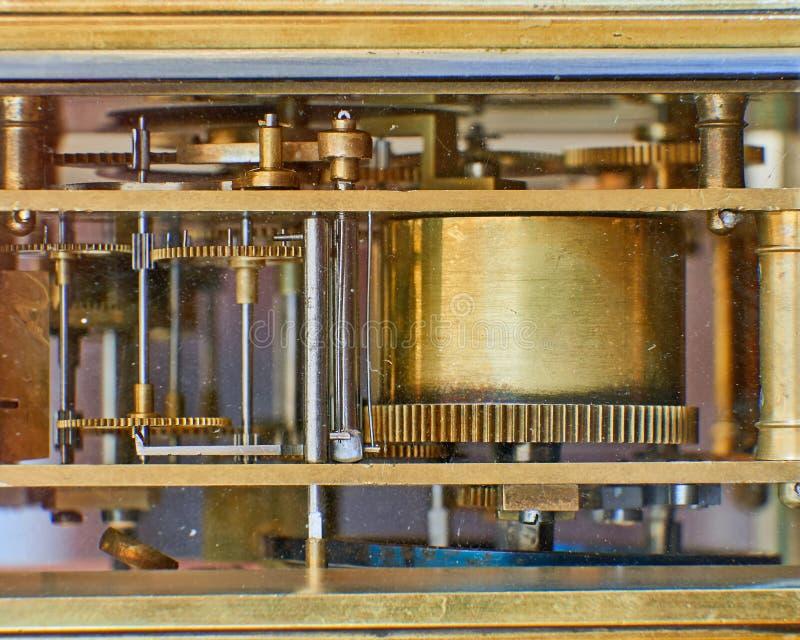Viejo mecanismo de bronce del reloj imágenes de archivo libres de regalías