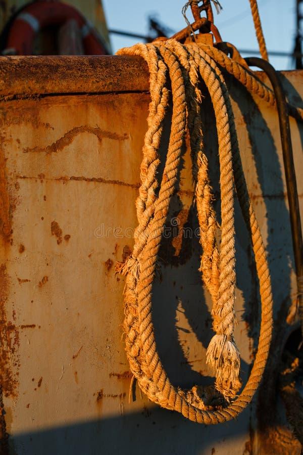Viejo moho de las cuerdas en la nave vieja Honda de la cuerda fotografía de archivo libre de regalías