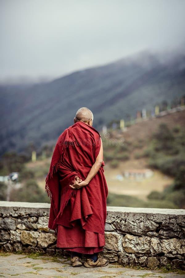 Viejo monje en Nepal fotografía de archivo libre de regalías