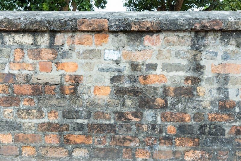 Viejo muro de ladrillo obsoleto y de piedra gris textura de fondo manchada de cemento fotos de archivo libres de regalías