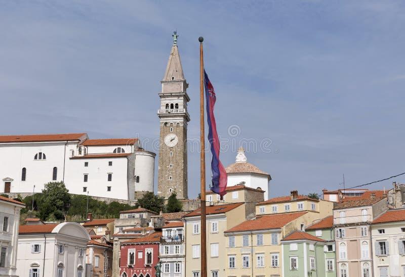 Viejo paisaje urbano de la ciudad de Piran del cuadrado de Tartini, Eslovenia fotografía de archivo