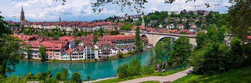 Viejo panorama del lado del río de Bern Switzerland Aarau Aare de la ciudad foto de archivo