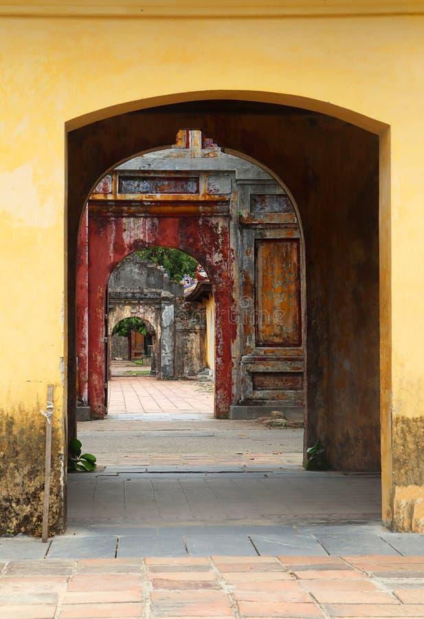 Viejo paso - ciudadela de la tonalidad - Vietnam imagen de archivo libre de regalías