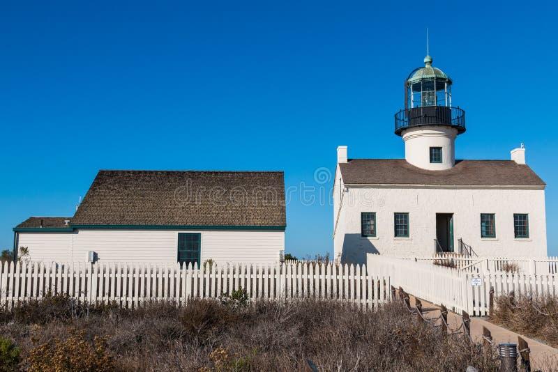 Viejo punto Loma Lighthouse y edificio adyacente imagen de archivo