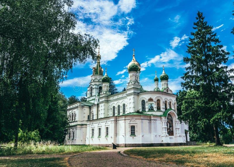 Viejo Sampson Church en el campo de batalla complejo conmemorativo de Poltava Iglesia cristiana ortodoxa en el sitio de la victor fotografía de archivo libre de regalías