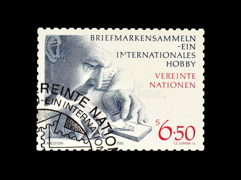Viejo sello impreso por Naciones Unidas imagenes de archivo