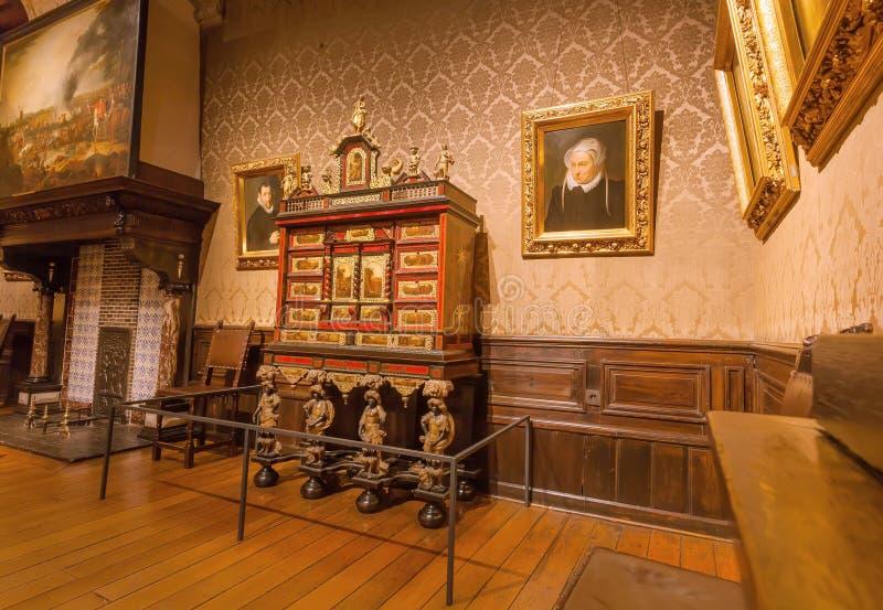 Viejo sitio con las pinturas dentro del museo de Plantin-Moretus, sitio de la impresión del patrimonio mundial de la UNESCO fotos de archivo