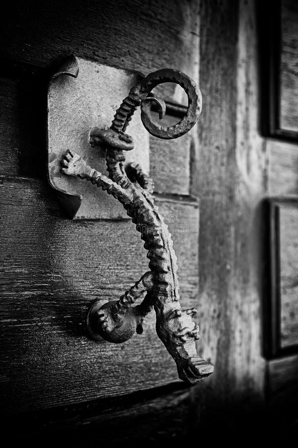 Viejo visitante adornado metálico de la puerta foto de archivo libre de regalías