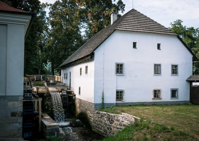 Viejo watermill con la casa foto de archivo libre de regalías