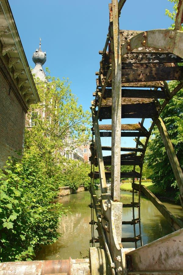 Viejo watermill oxidado. imagenes de archivo