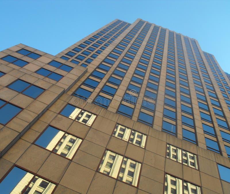 Download Viejo y nuevo foto de archivo. Imagen de viejo, rascacielos - 7150346