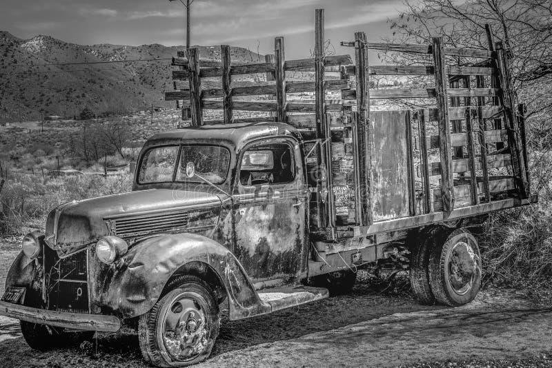 Viejo y oxidado BENTON automotriz, los E.E.U.U. - 29 DE MARZO DE 2019 foto de archivo libre de regalías