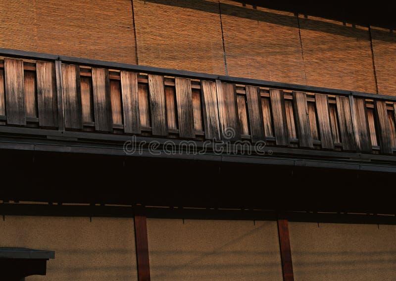 Viejo y tradicional fondo marrón de madera japonés de las barandillas fotografía de archivo libre de regalías