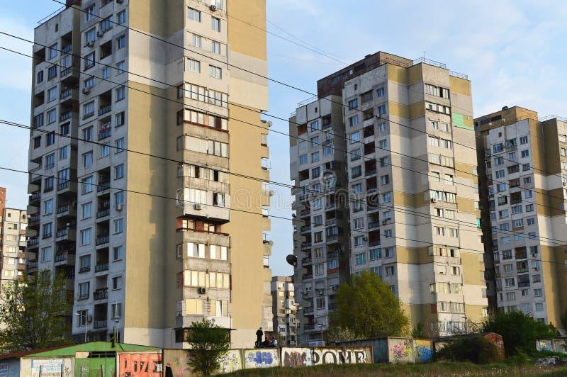 Viejos bloques de viviendas en el área deprimida de Sofía foto de archivo libre de regalías