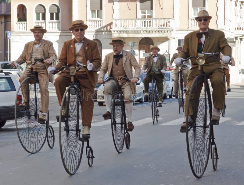 Viejos ciclos de los mayores, completando un ciclo con acontecimiento de la historia fotos de archivo